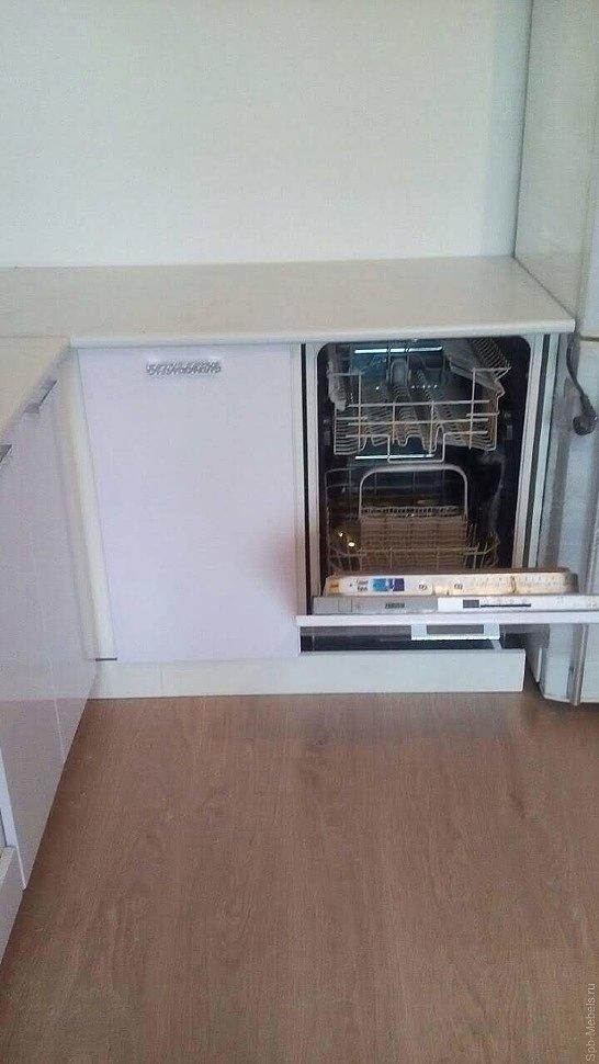 Кухня со встроенной посудомоечной машиной